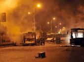 乌鲁木齐多辆公交车被烧毁