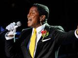 迈克尔杰克逊去世 玛丽亚凯莉演唱经典歌曲