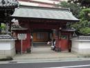 街边安静的日本寺庙