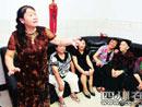 蒲朝珍的女儿表演川剧