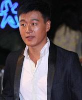 佟大为西装笔挺,建国大业北京首映