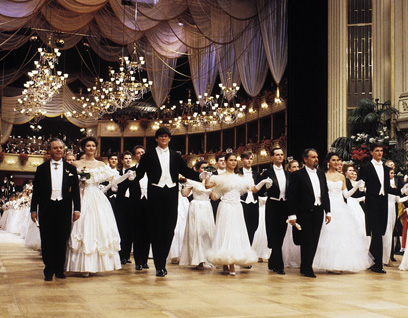 绚丽的维也纳舞会季 人人在跳华尔兹图片
