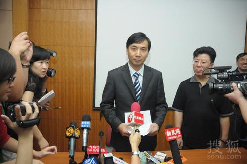 本山传媒集团总裁刘双平说明赵本山病情