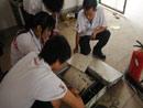 技术员正拆分研究点火装置