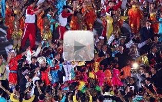 视频:国庆联欢晚会 领导人与人民群众共舞