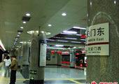 水儿:喜庆的地铁站