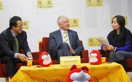 剑桥大学出版社全球首席执行官StephenR.R.Bourne潘仕勋和新东方教育科技集团董事长兼首席执行官俞敏洪做客搜狐解读《语言与文化的关系》