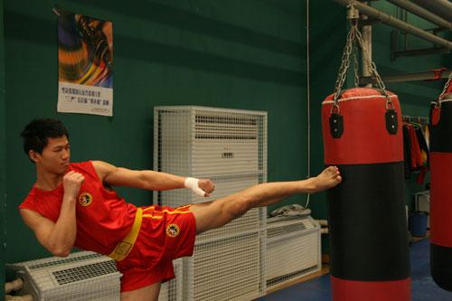 江苏队85公斤级队员 史先权
