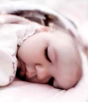 引起宝宝窒息的原因