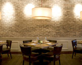 BLT Steak,由以砖块及木材铺砌的古雅墙壁环绕