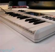 iDiscover键盘让iPhone变钢琴