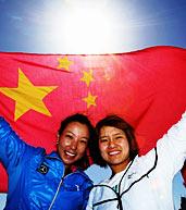 李娜郑洁创历史 高举五星红旗