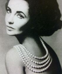 伊丽莎白·泰勒爱Tiffany珍珠项链