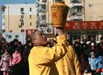 春节,我在庙会上拍到杂耍艺人