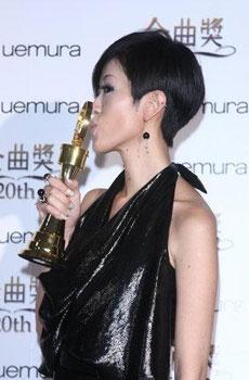 金曲奖:陈珊妮获最佳国语女歌手奖