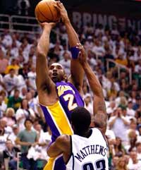 湖人VS爵士 NBA 科比35分创纪录 科沃尔10投9中季后赛生涯最高 德