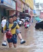 市民质疑:排水系统一年一遇标准低、气象预报不力、城市整治工程缺失了排水规划