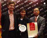 胡润、庞巴迪公务机董事总经理廖学锋为Hard Rock Hotel颁奖