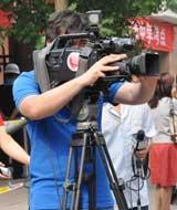 高考考场场上的摄影记者们