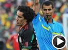 苏亚雷斯手球造就首张黄牌 世界杯南非VS墨西