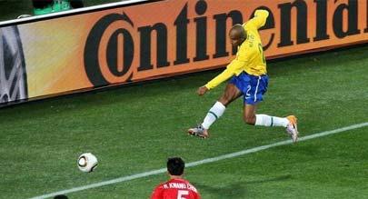 """巴西2-1胜朝鲜 麦孔""""零度角""""首开纪录"""