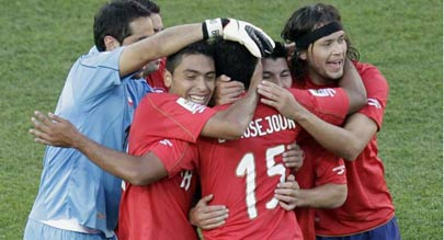 智利队员庆祝境外首胜