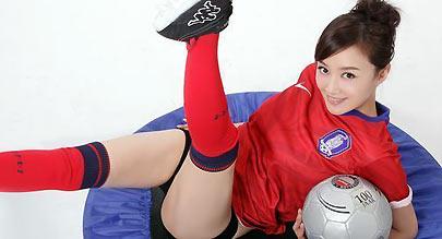 赵子琪拍世界杯写真力挺韩国