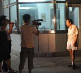 媒体采访贾宏声的邻居