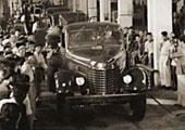 1956年第一辆解放汽车开下总装配线