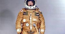 世界上第一个使用航天服装备的人是美国冒险家威利-波斯特