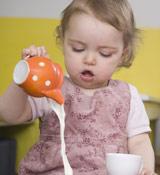 宝宝喝牛奶为什么会腹胀?