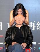 《非诚勿扰2》宣传-姚晨亲吻葛优的光头
