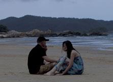 《非诚勿扰2》剧照-梁笑笑和秦奋到海边