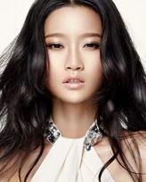 模特:冯卓娜