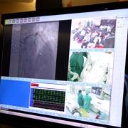 陈韵岱教授介绍心脏介入治疗室