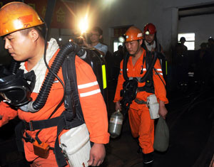 山东枣庄煤矿事故28人被困