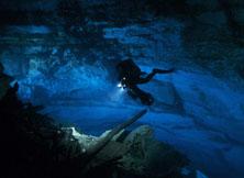 3D水世界尽显深渊的幽深和雄奇