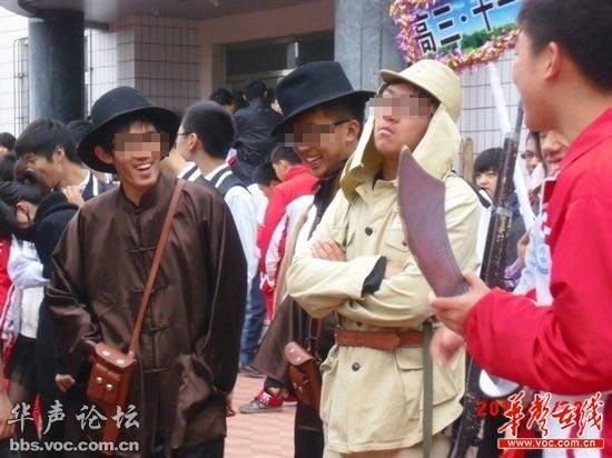 高中生穿皇军服和汉奸服参加运动会。网友供图