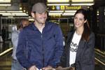 卡西与女友现身机场