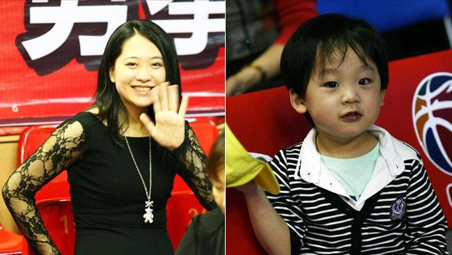 杜锋 朱芳雨/朱芳雨妻子和儿子观战