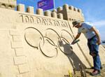 雕塑家筑沙雕城堡庆祝