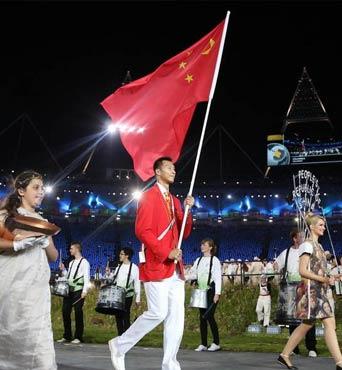 中国代表团入场