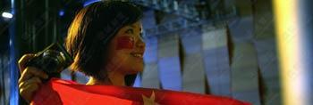 举重第一金赛场花絮 中国美女观众抢眼