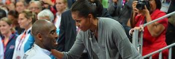 奥巴马夫人观看梦十比赛 与科比亲密接触