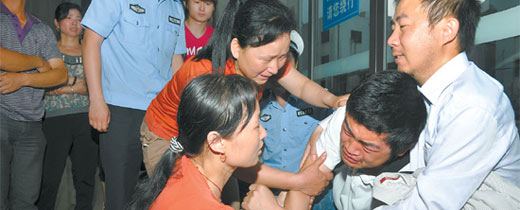安徽芜湖男孩高考后得知母亲12天前车祸去世