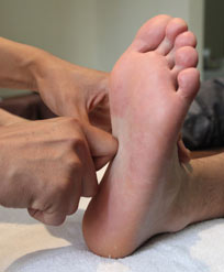 巧做足疗缓解四种常见病