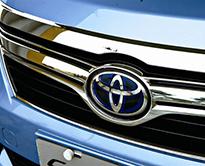 蓝色是混合动力车型的专属标志
