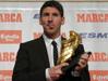 梅西领取欧洲金靴奖 3年两夺成巴萨第一人