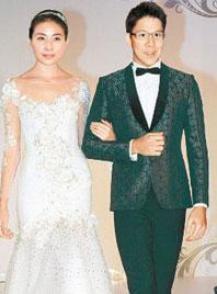 2012年5月郭晶晶霍启刚婚期确定为11月11日,寓意一生一世
