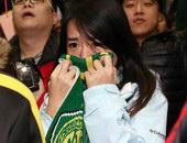 女球迷流泪难舍老帕告别